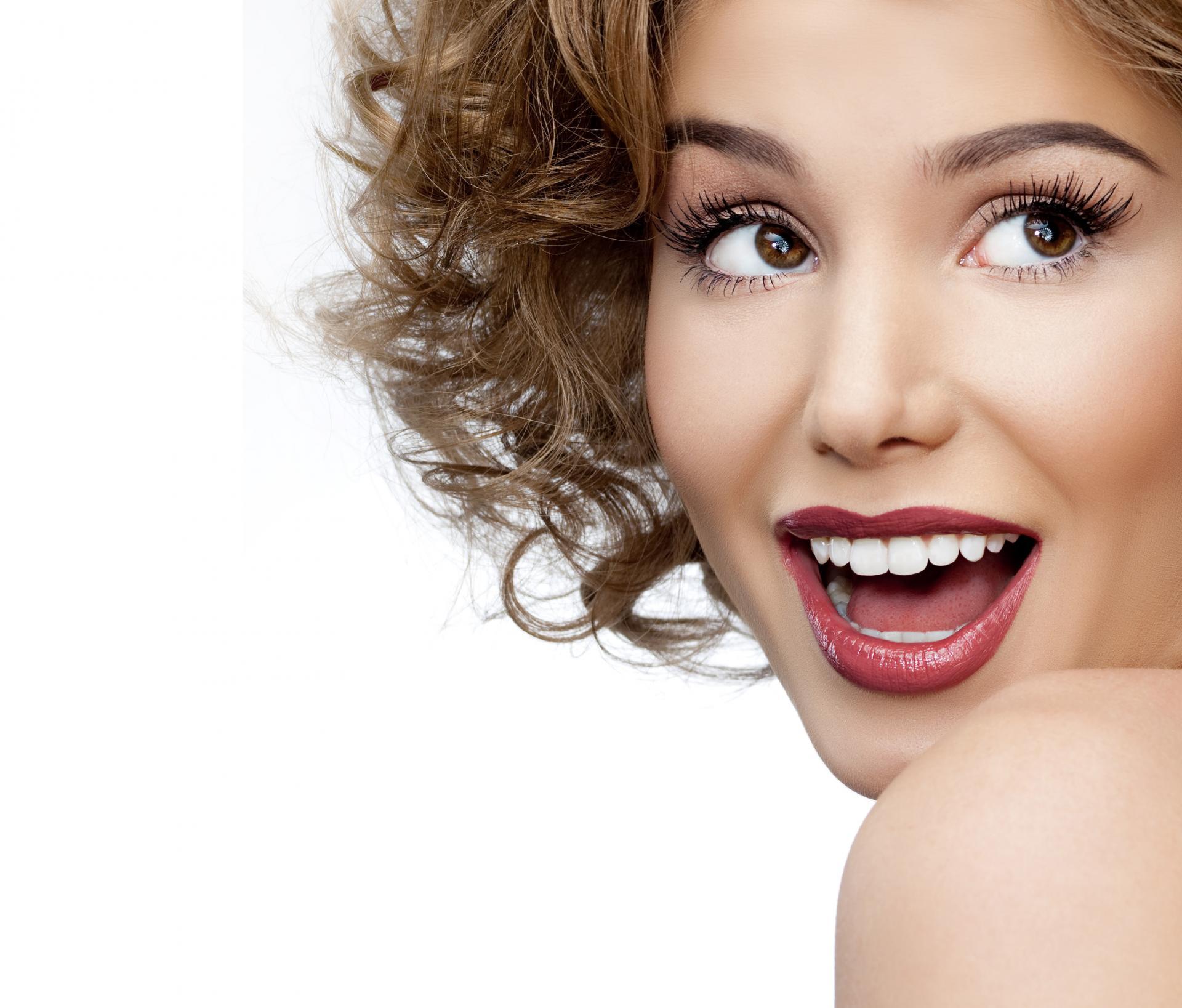 Beyazlatma İle Dişlerimin Rengi Ne Kadar Açılır ? - IDH Ağız ve Diş Sağlığı Merkezi